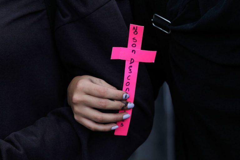 Feministas protestan por casos de abuso y son detenidas, la SEJ las acusa de crimen organizado